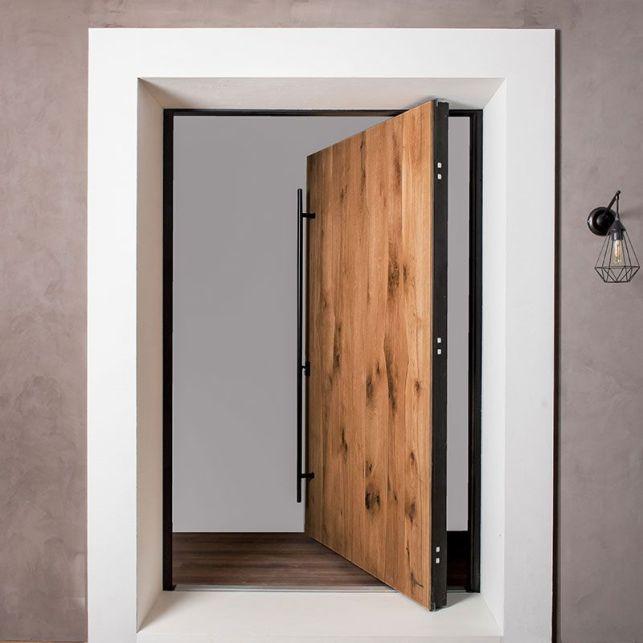 La porte sur pivot blindée en chêne massif