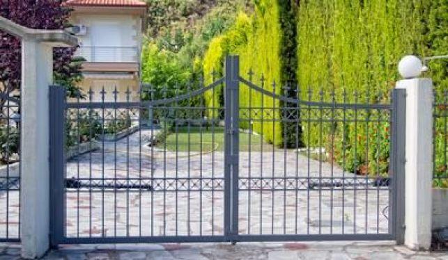 Pose d'un portail battant