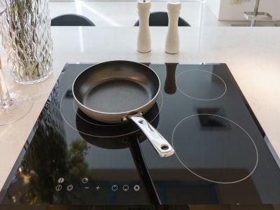 Pose d'une plaque de cuisson vitrocéramique