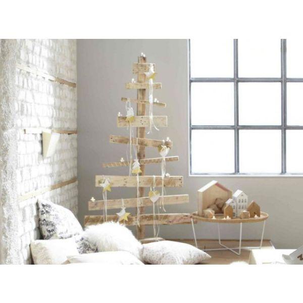 recycler des palettes de bois pour faire une d co de no l. Black Bedroom Furniture Sets. Home Design Ideas