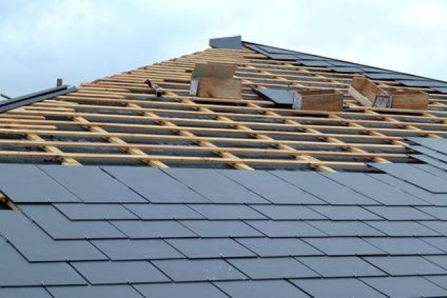 Remplacer les tuiles d'une toiture