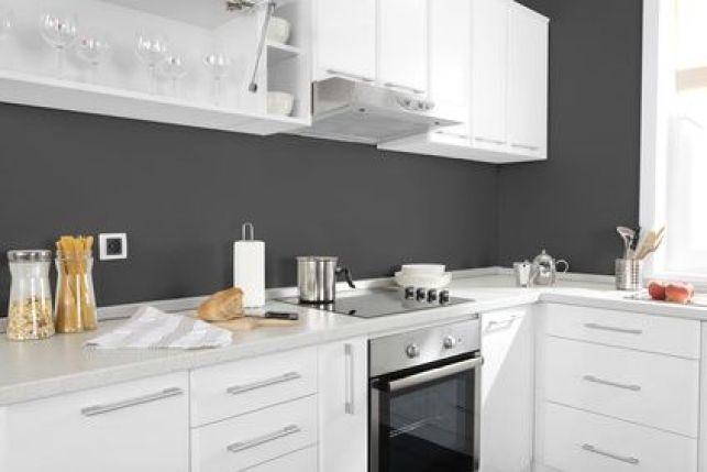 Repeindre les façades des meubles d'une cuisine