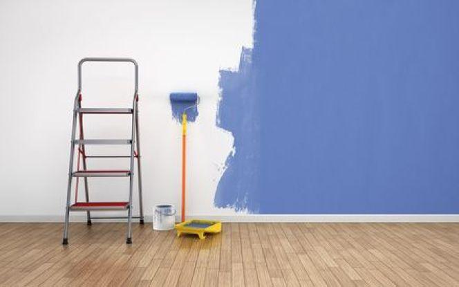 Repeindre un mur dont la peinture s'est écaillée