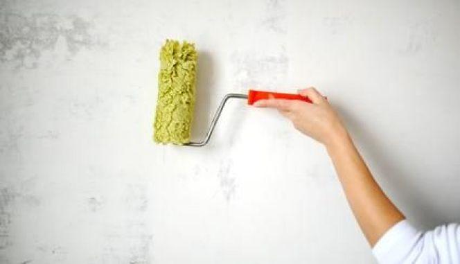 Repeindre un mur : l'application de la sous-couche