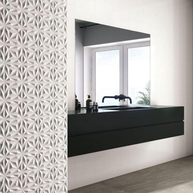 Une salle de bain en relief avec le carrelage 3D