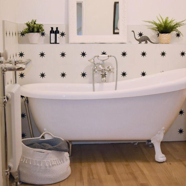 Une salle de bain tendance avec les carreaux de ciment