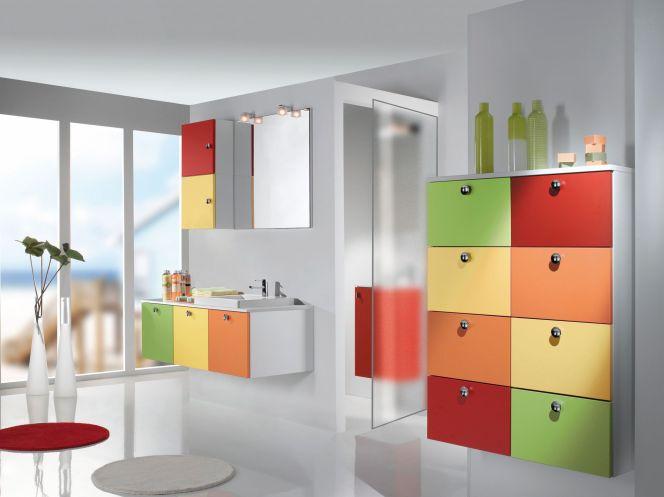 notre s lection des plus belles salles de bain salle de bain color e en m lamin avec poign e. Black Bedroom Furniture Sets. Home Design Ideas