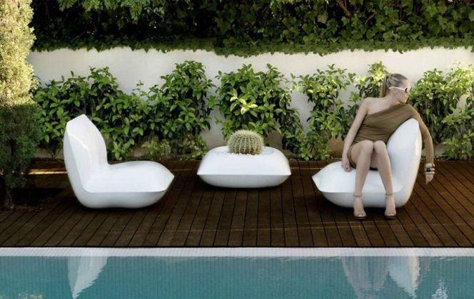 Ce salon de jardin de la marque espagnole Vondom au design futuriste offrira une aura hors pair à votre terrasse. © Vondom