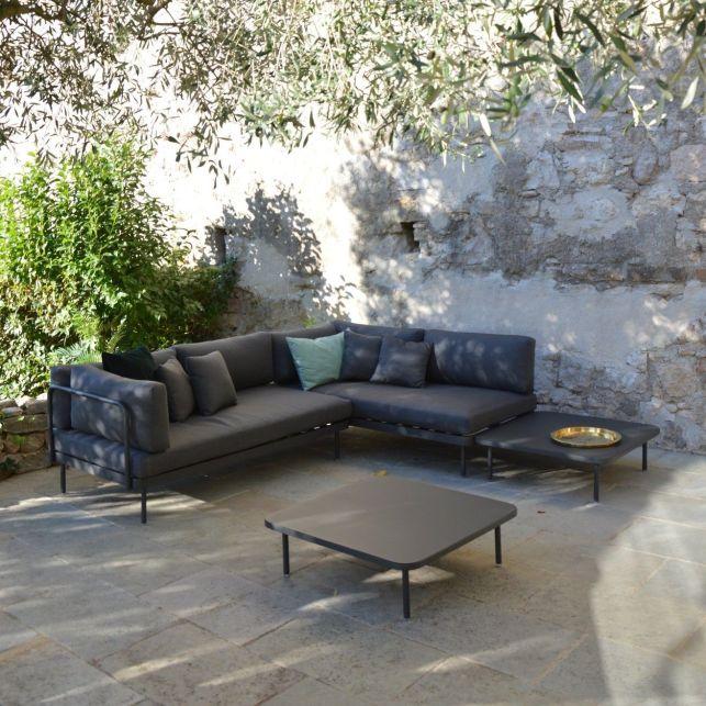 Un canapé modulable pour un extérieur de style industriel