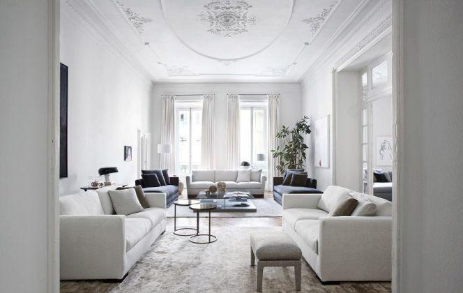 Ce magnifique salon haut de gamme sophistiqué et aux couleurs très pures dégage une ambiance apaisante. © Meridiani