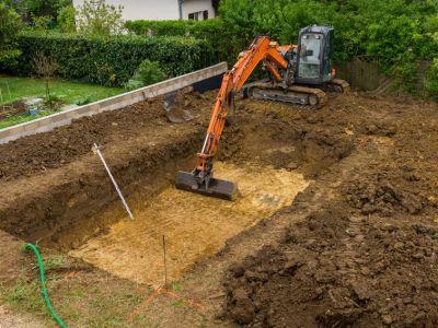 Terrassement pour la construction d'une piscine creusée