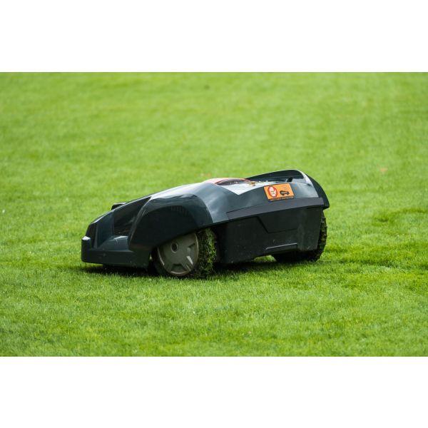 les robots tondeuses pratique et autonome pour tondre une pelouse. Black Bedroom Furniture Sets. Home Design Ideas