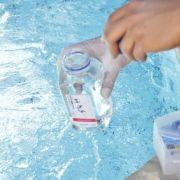 Traitement d'une piscine à l'oxygène actif
