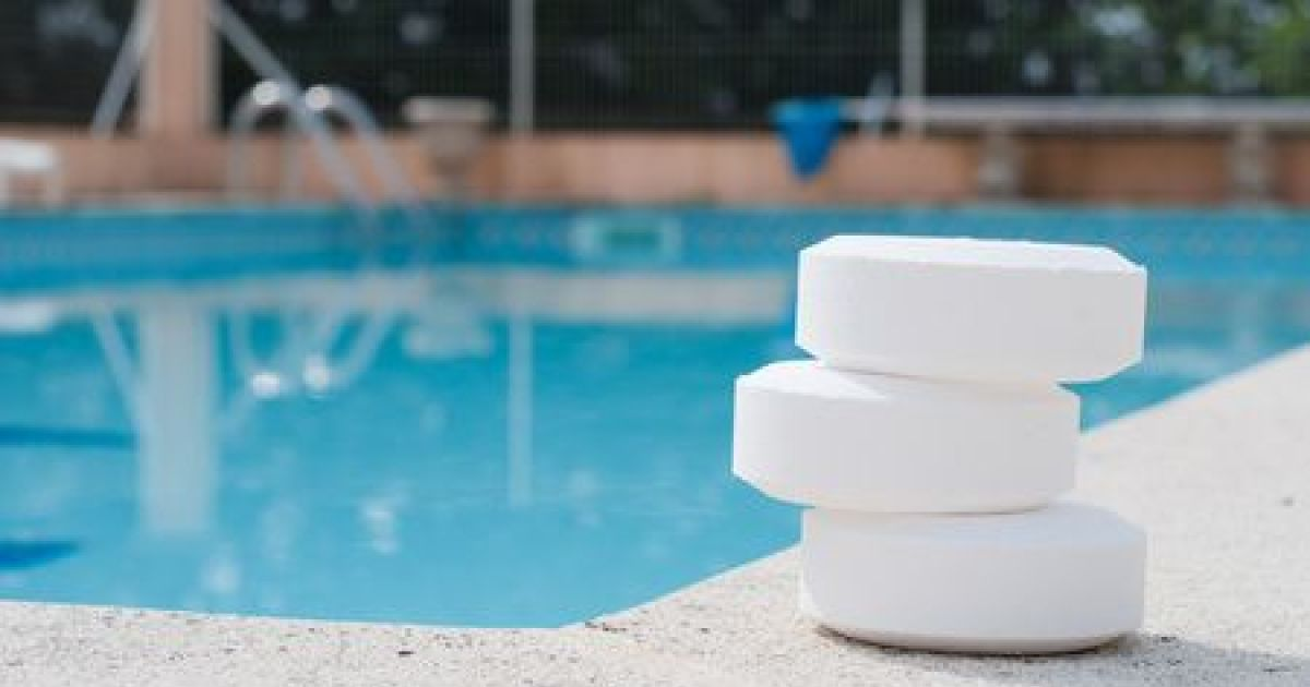 Traitement d 39 une piscine au chlore for Traitement d eau piscine