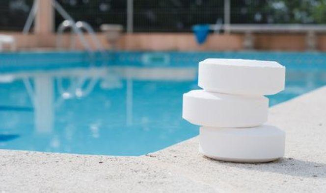 Traitement d'une piscine au chlore