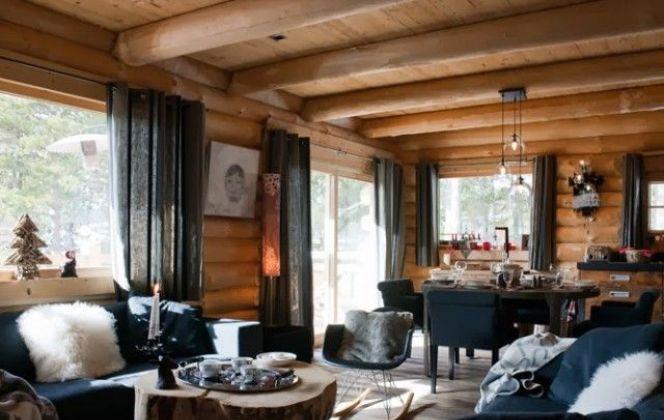 Un intérieur chaleureux ou prédomine le bois et les tissus  © DR