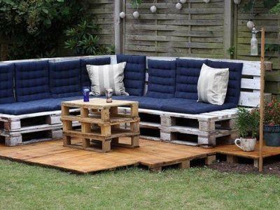Un salon de jardin en palettes de bois