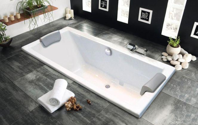 Une baignoire double intégré dans le sol de la salle de bains. © Aquarine Quadra