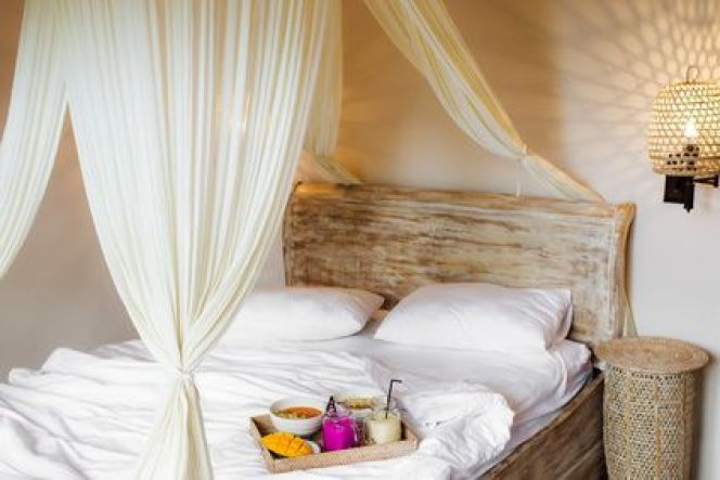 Une chambre à la déco tropicale