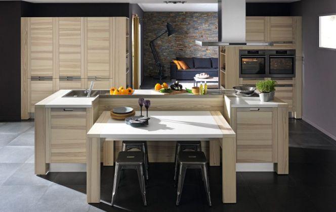 Une cuisine design en bois.  © Arthur Bonnet
