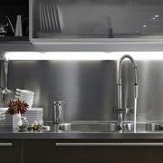 Une cuisine en inox