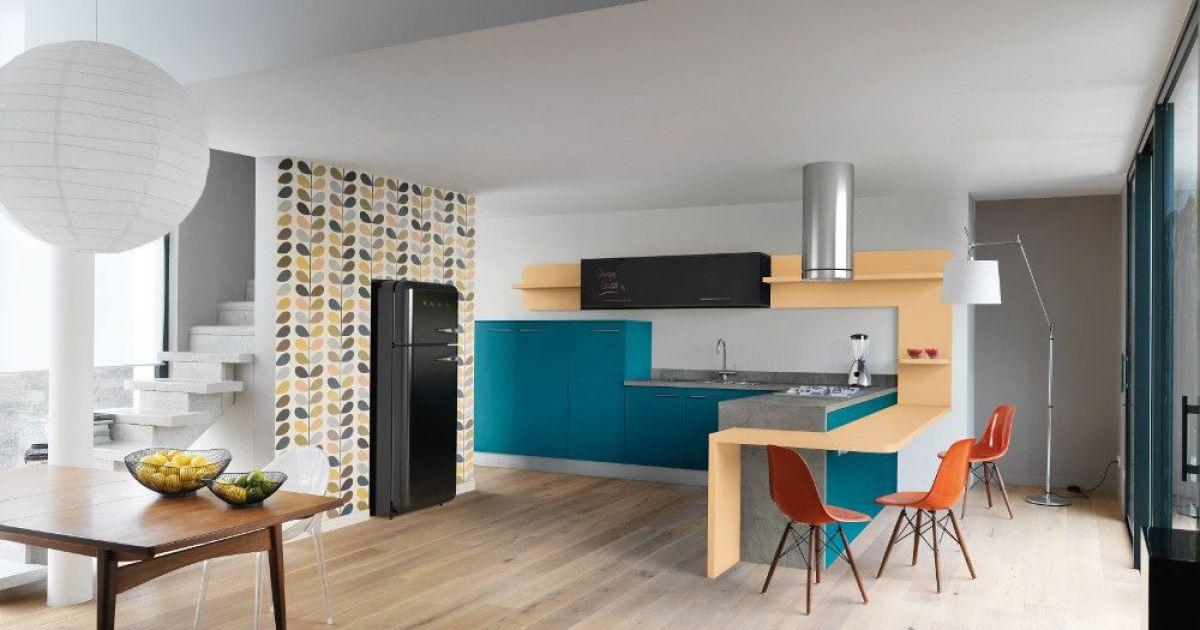 L\'aménagement d\'une cuisine : plan de travail, ilôt central, crédence