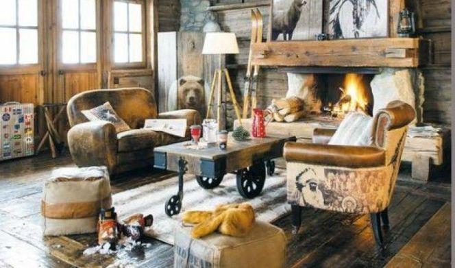 Salon style western avec cheminée et fauteuils en cuir