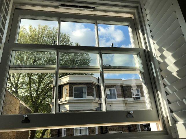 Une fenêtre à guillotine