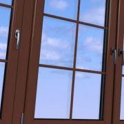 Une fenêtre avec vitrage à petits carreaux