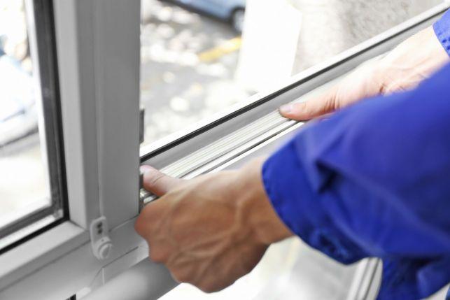 Une fenêtre avec vitrage armé
