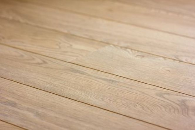 Utiliser de la popote pour nettoyer et entretenir des meubles et sols en bois