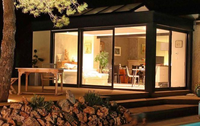 La véranda Extanxia permet de profiter d'un espace et d'un confort sans pareil avec un maximum de luminosité. © Concept Alu