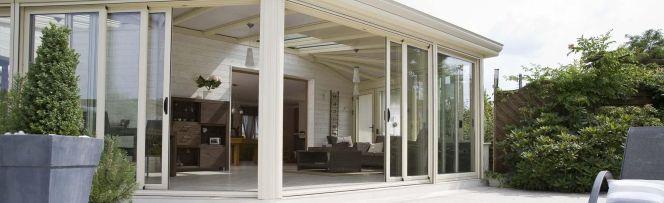 notre s lection des plus belles v randas cette v randa aux lignes droites et au design. Black Bedroom Furniture Sets. Home Design Ideas