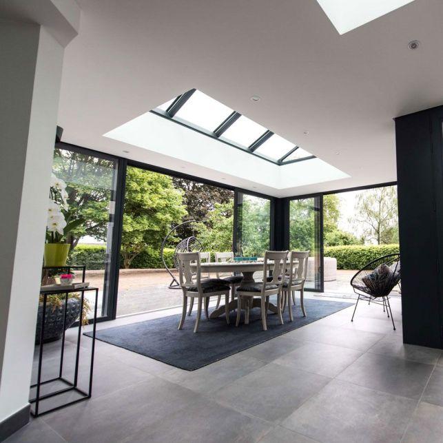 Une extension de salle à manger lumineuse et moderne