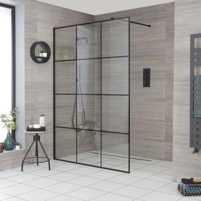 Une paroi de douche vitrée