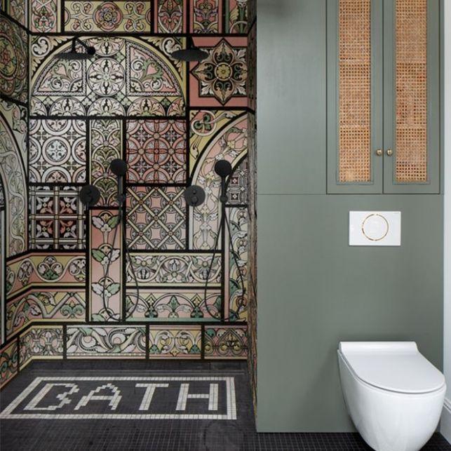 Du papier peint dans une douche c'est possible avec le Wet System Wall&Deco